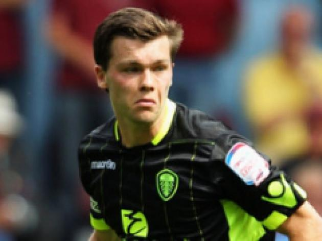 Leeds seek new Howson contract