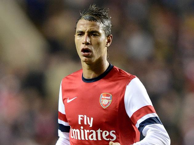 Arsenal striker Chamakh joins West Ham on six month loan