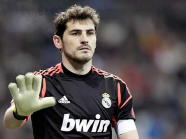 Valdes surprised at Casillas omission