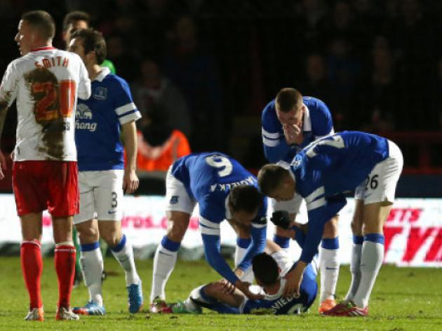Bryan Oviedo's surgery a success say Everton