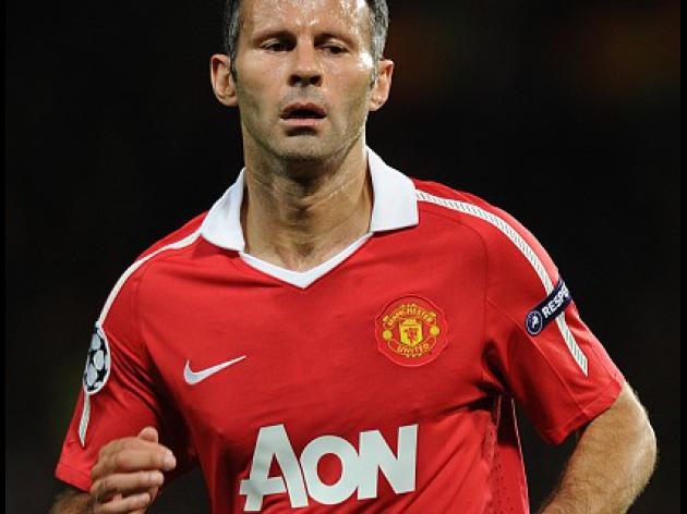 United eye Giggs extension