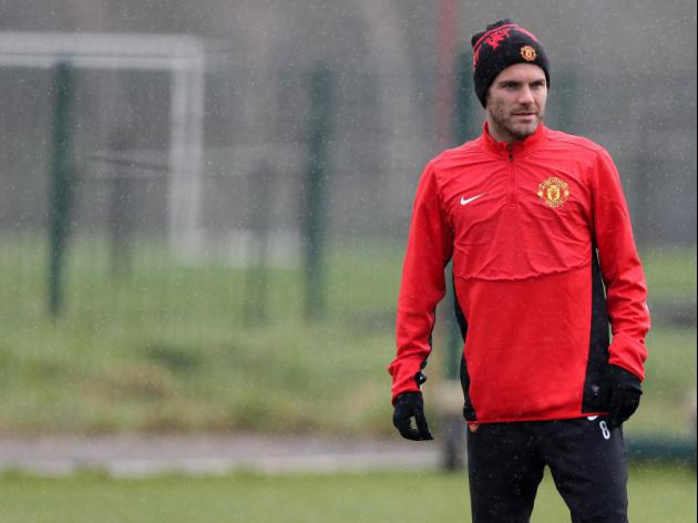 Moyes backs Mata to plug Van Persie gap