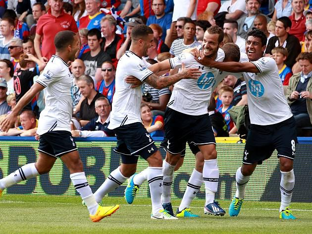 Soldado lifts Spurs to victory over Palace