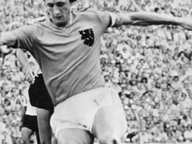 top 10 greatest football players of all time - 1 - Johan Cruijff