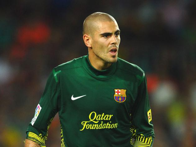 Liverpool target Victor Valdes staying put say Barcelona