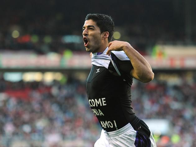 Suarez double sinks Sunderland