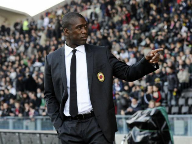 Milan owner Berlusconi gives Seedorf backing