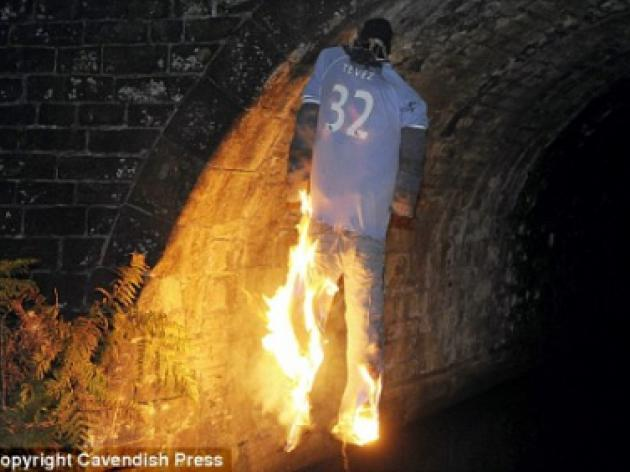 Carlos Tevez effigy burnt near Manchester City stadium
