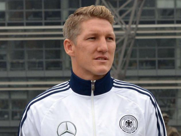 Schweinsteiger takes flight to hospital
