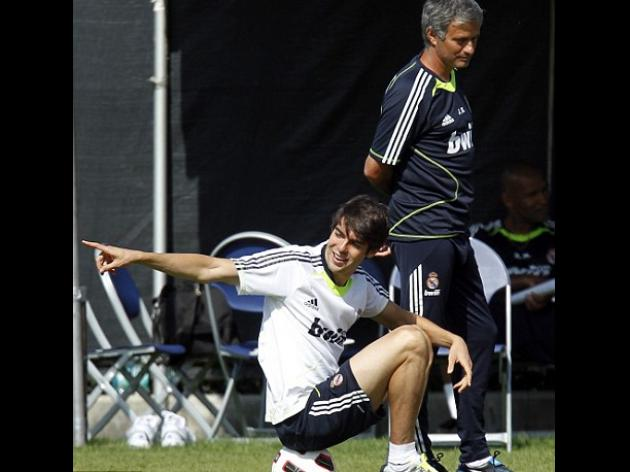 Chelsea target Kaka facing knee operation