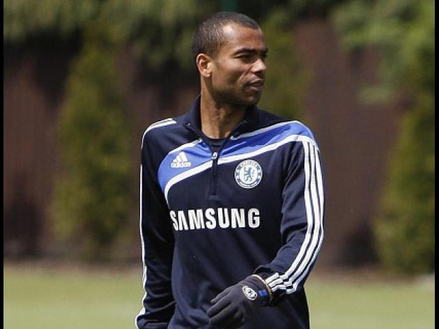 Ashley Cole set for Chelsea exit after row with Villas-Boas