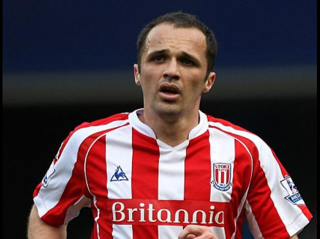 Etherington signs new deal