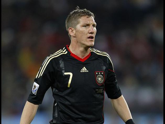 Schweinsteiger back on the ball for Bayern