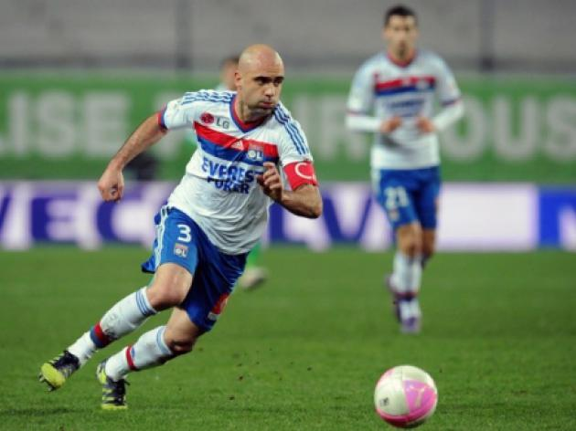 Lyon defender Cris ruled out for a month
