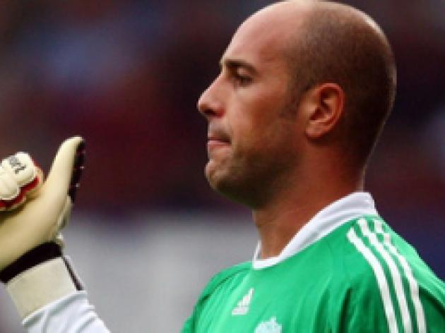 Reina urges Reds duo to get a move on