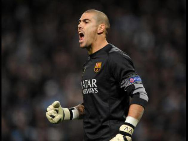 Valdes says farewell to Barca after cruel year