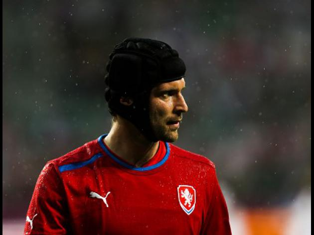 Cech has elbow injury, say Czechs