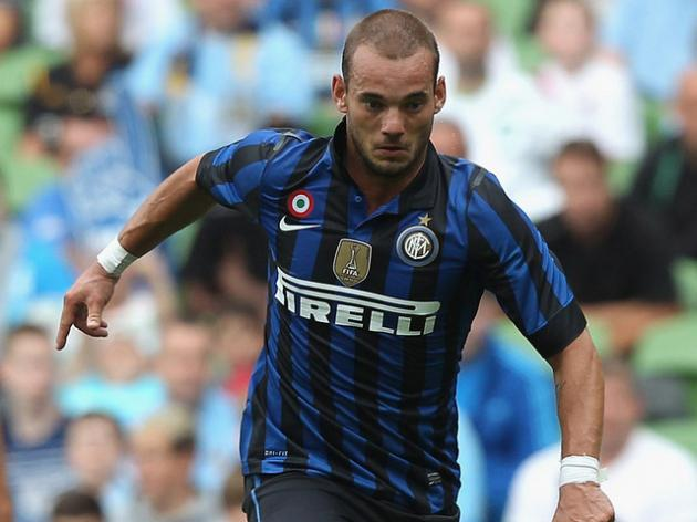 Manchester United and Chelsea on alert as Sneijder looks for last minute Premier League move