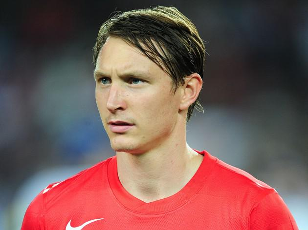 Arsenal wait on Kallstrom injury