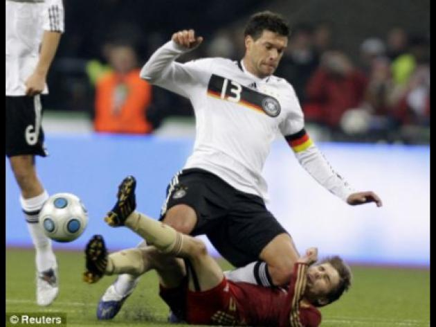 Ballack misses Germany's clash as knee injury sidelines Chelsea star