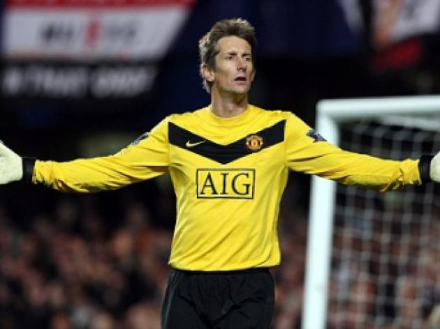 Manchester United continue keeper hunt by handing Michael Langer a trial
