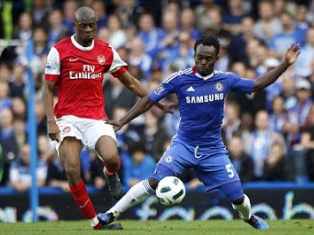 Josh McEachran pressurises Michael Essien as Carlo Ancelotti threatens change at Chelsea