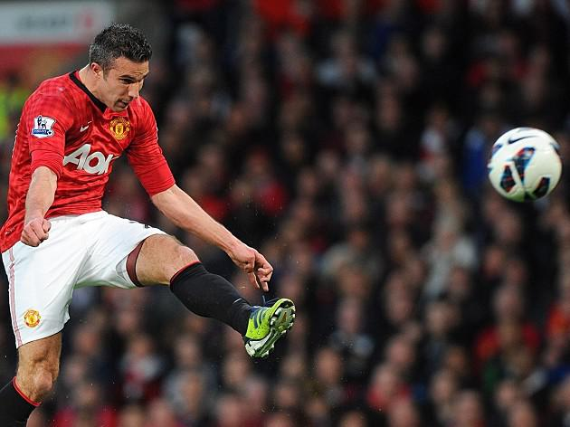 Van Persie treble fires United to title