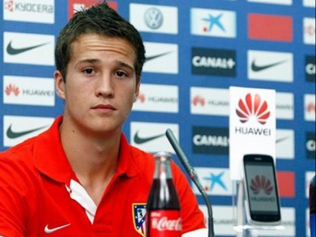 Reds complete Manquillo signing