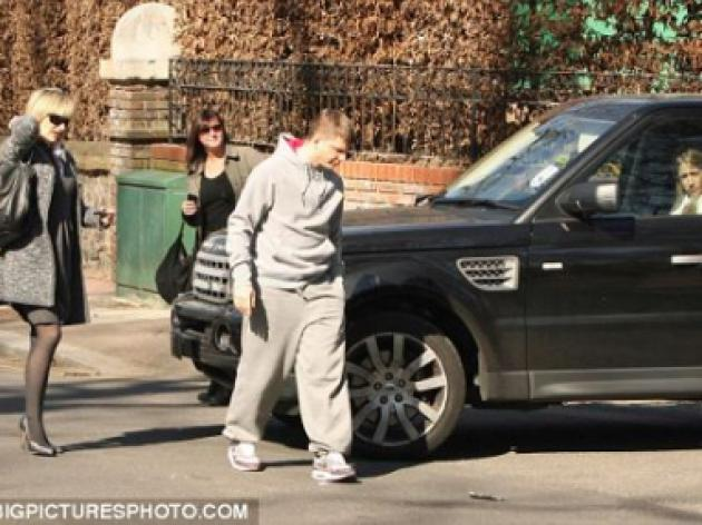 Arshavin reveals London is driving him mad... Arsenal star in car crash