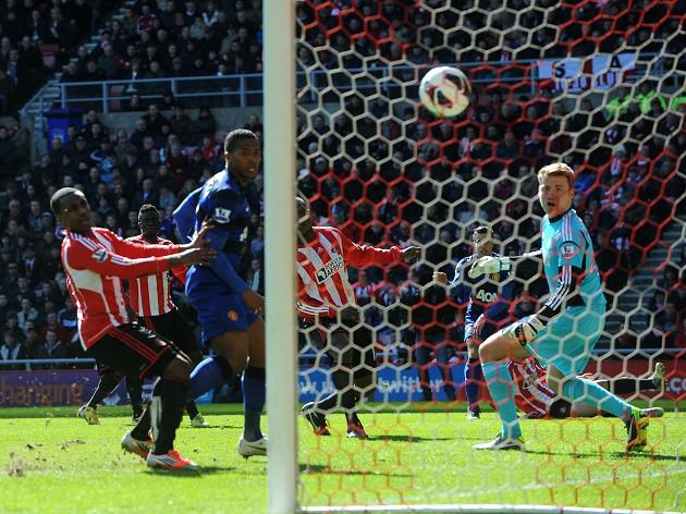 United tighten grip with Black Cats win