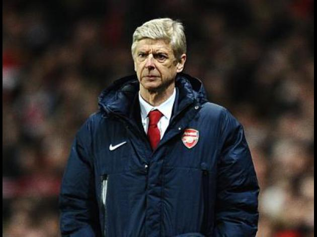 Wenger hits back at Scholes remarks