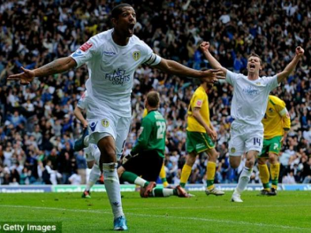 Everton clinch Jermaine Beckford as former Leeds striker signs four-year deal