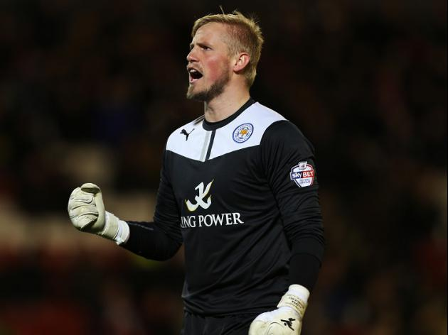 Schmeichel signs new Foxes deal