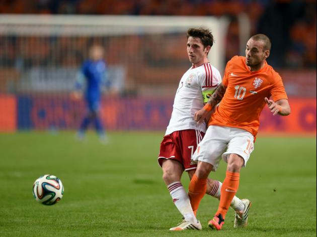Birthday boy Sneijder braced for 100th cap
