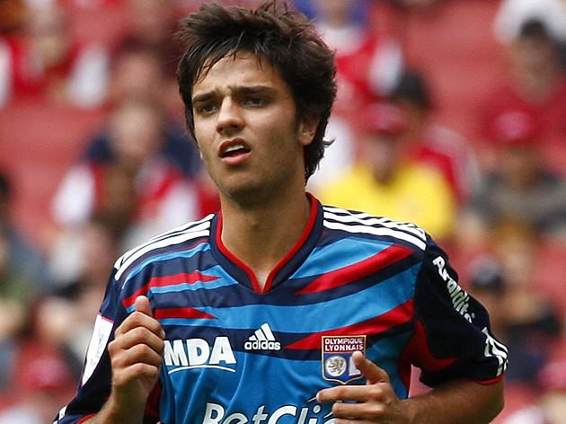 Newcastle target Grenier committed to Lyon