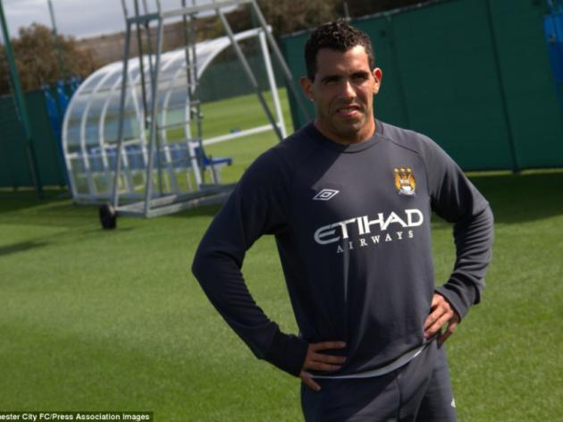 Carlos Tevez shows off new short haircut