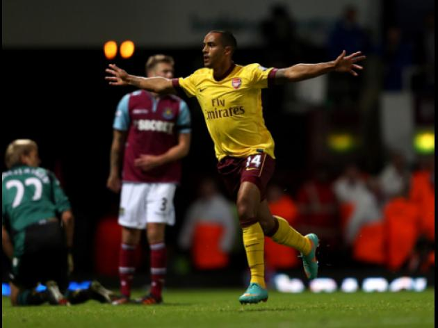 Arsenal wont smash wage barrier to keep Walcott