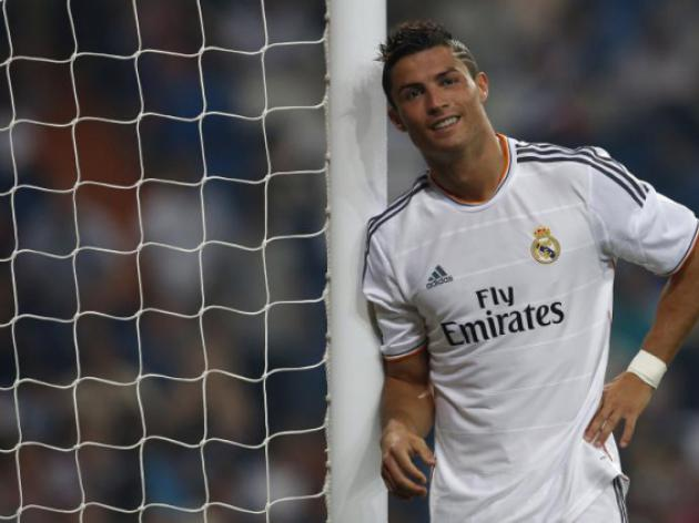 Ronaldo shuns UEFA ceremony to help out Deportivo