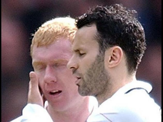 Neville: Giggs and Scholes still going strong