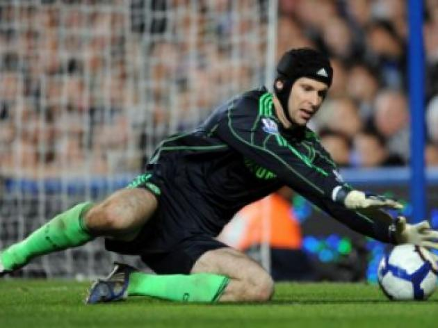 Chelsea keeper Petr Cech looking forward to a 'big fight' with Bolton