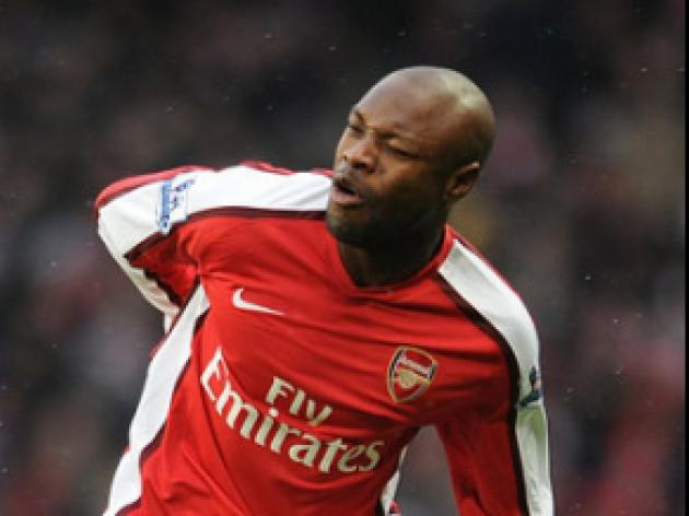 Wenger has 'desire' to keep Gallas