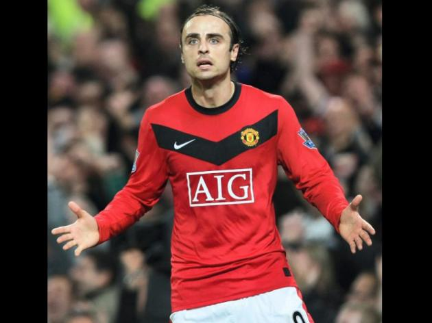 Berbatov facing knee op