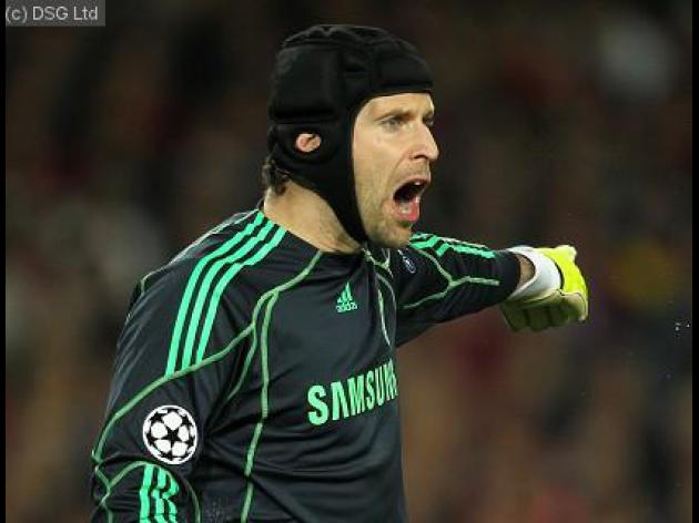 Cech calls for defensive boost