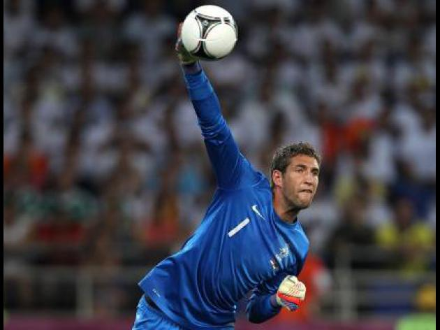 Holland goalkeeper Stekelenburg joins Fulham