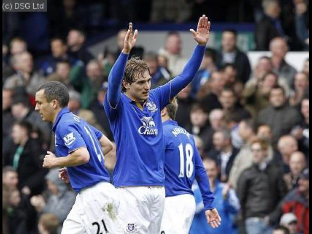 Moyes left purring by Jelavic
