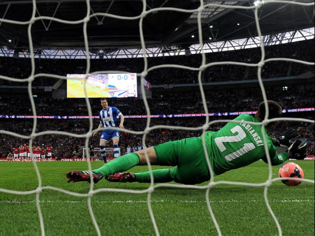 Arsenal 1-1 Wigan (Arsenal win 4-2 on pens) - Fabianski to the rescue in pulsating semi-final