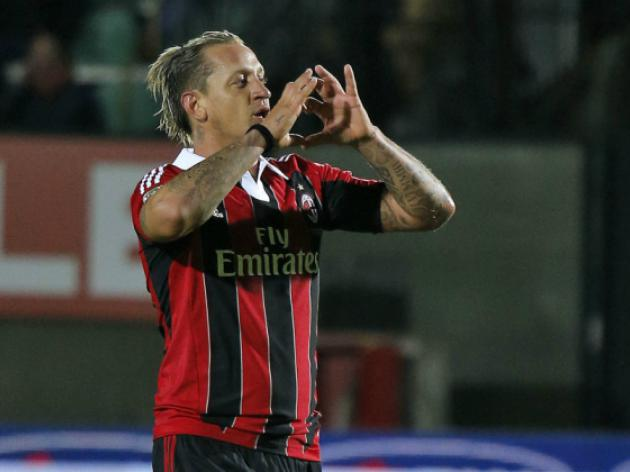 Late Mexes winner saves AC Milan's Champions League hopes
