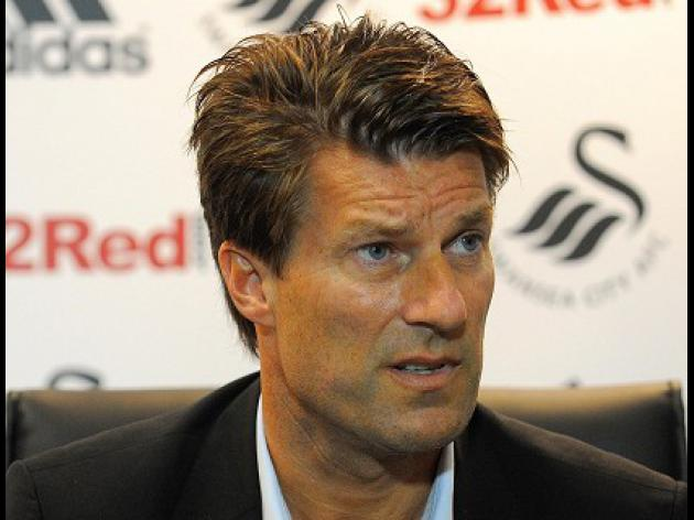 Laudrup enjoys dream start at Swansea