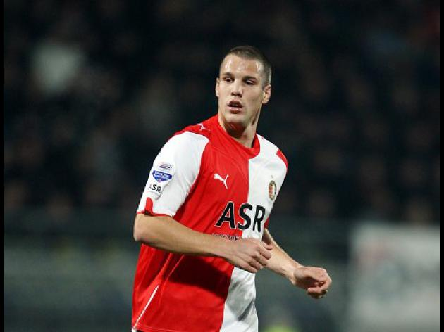 Vlaar on brink of Villa move