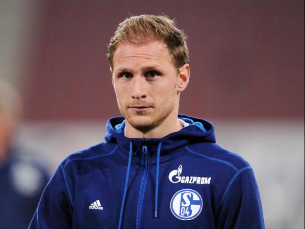 Schalke injury crisis worsens as Howedes breaks down